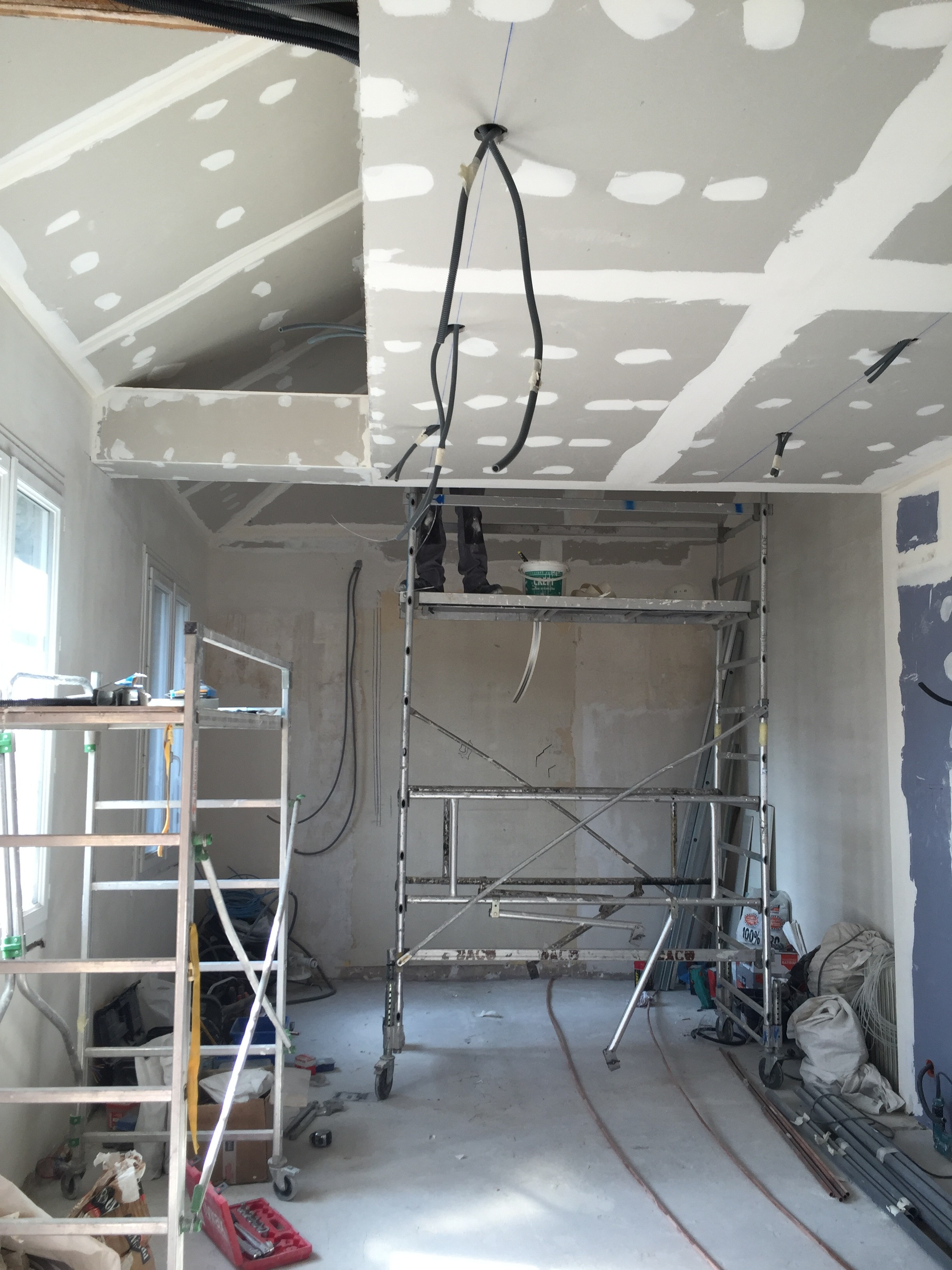 Suite: avancement de chantier transformation du local de 80M2...
